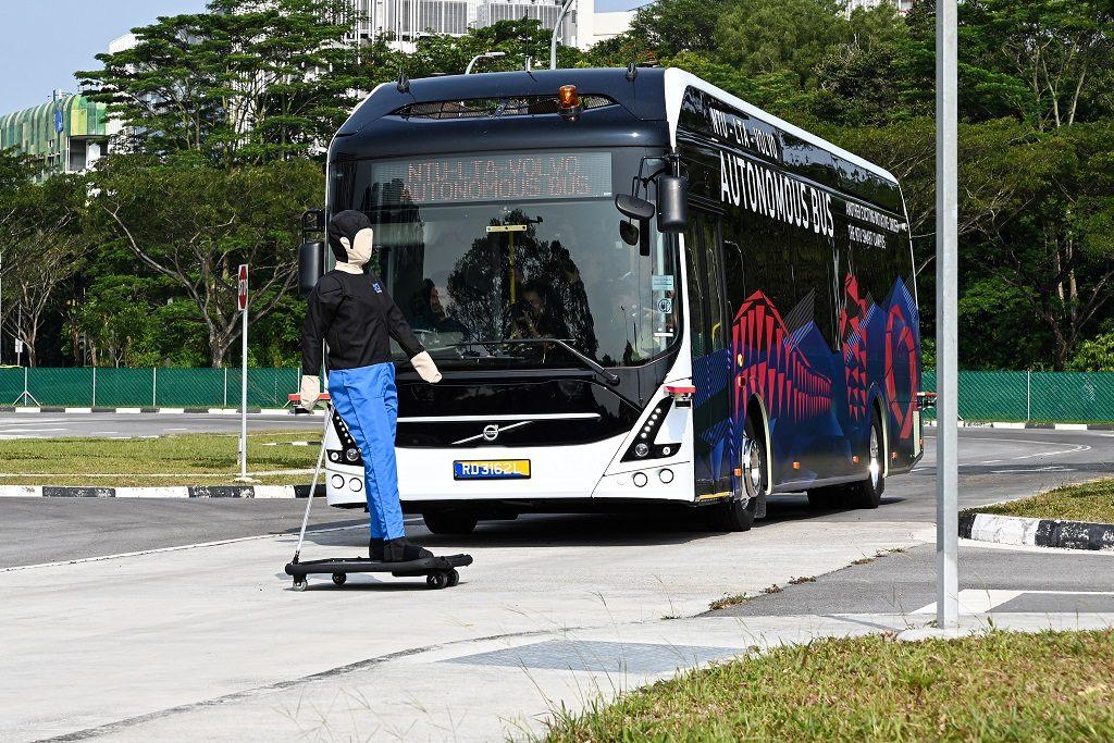 guagua autónoma y turista