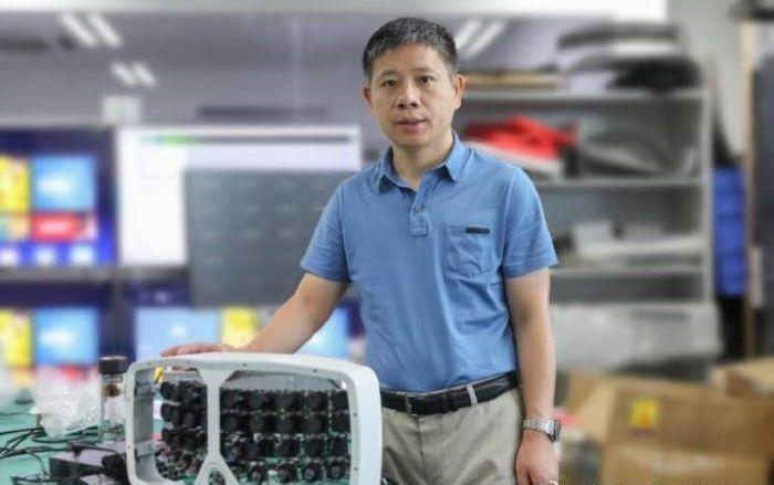 Xiaoyang Zeng, un científico que trabajó en la nueva tecnología de'súper cámara' con el dispositivo de inteligencia artificial de 500 megapíxeles.