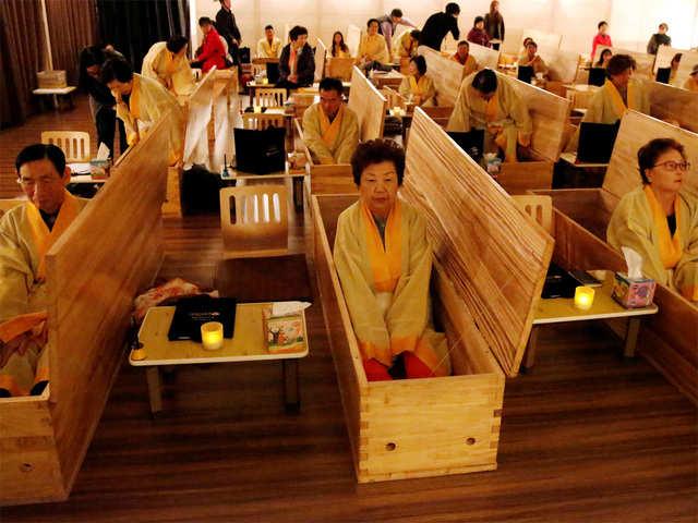 Salón donde los surcoreanos experimentan sus propios funerales