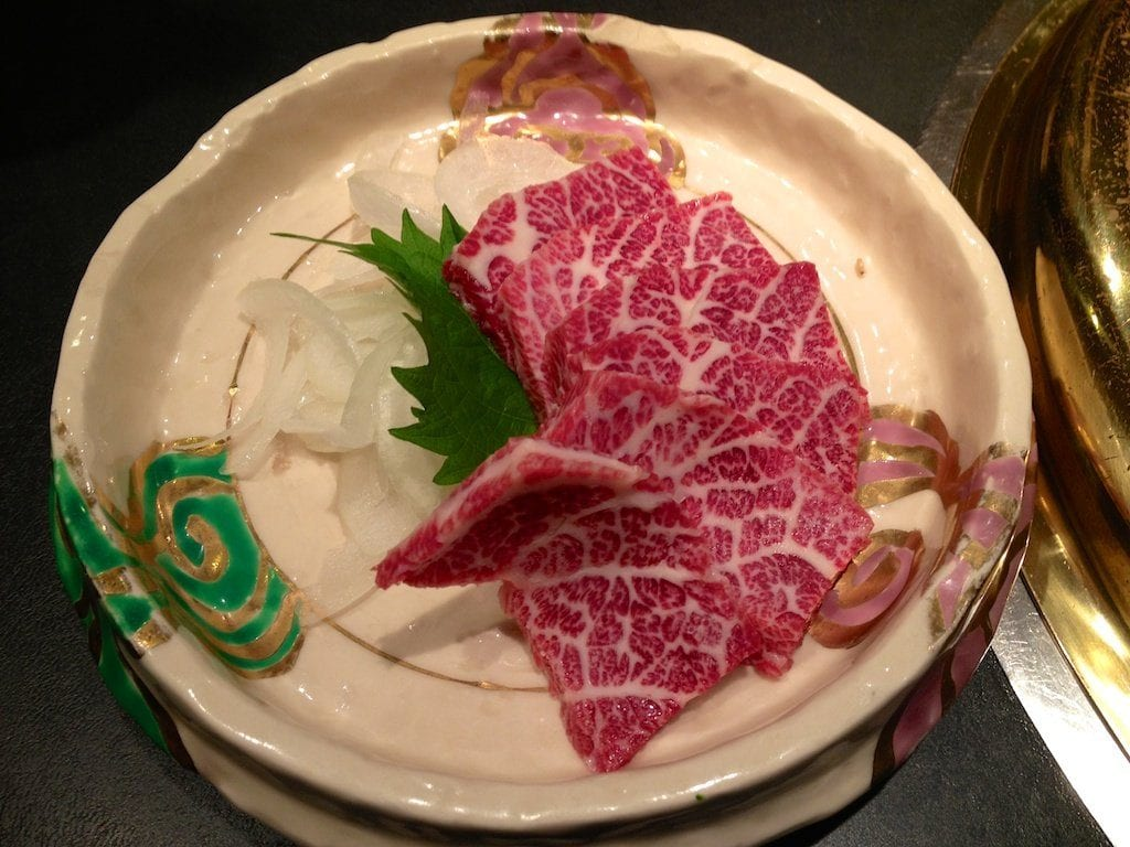 Basashi la carne de caballo cruda