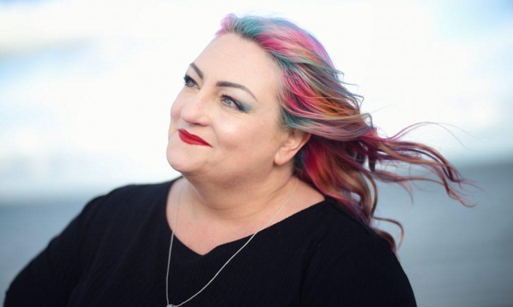 aumento extático del cabello arcoíris