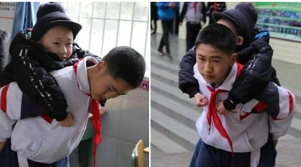 Niño cargando a su amigo inválido