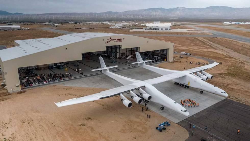 El avión más grande del mundo capaz de transportar cohetes