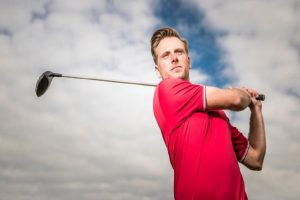 Golfista jugando Golf