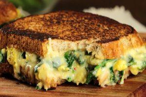 Sandwich de espinacas y queso para vegetarianos