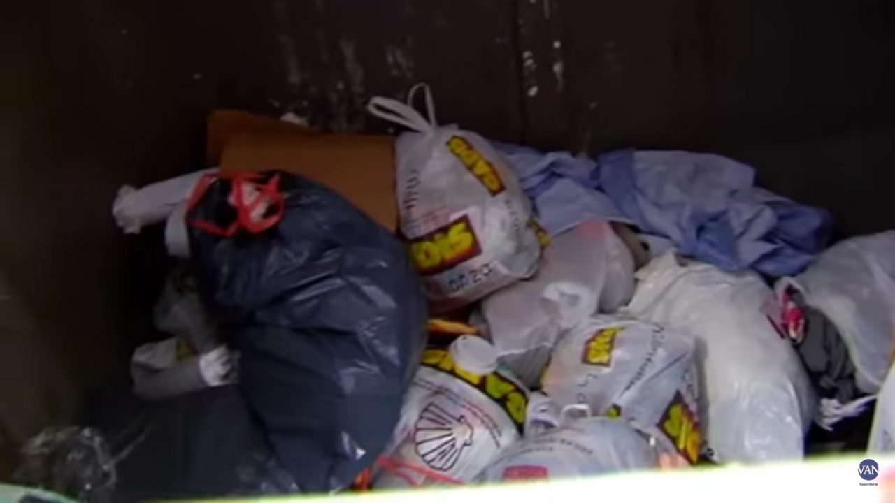 Bebé recién nacido encontrado en la basura
