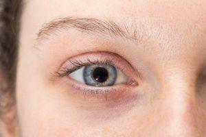 ojo derecho de una mujer