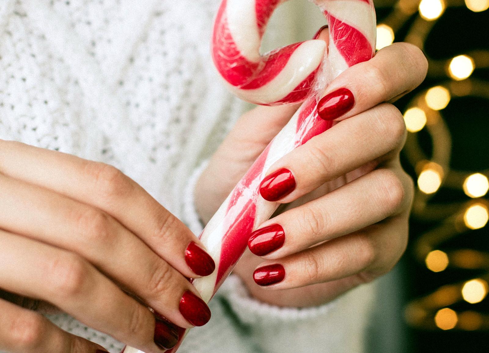 diseños de uñas en rojo