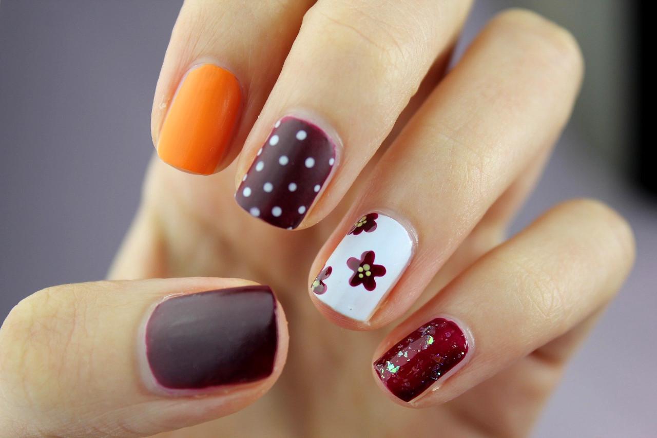 decoración de uñas con materiales del hogar
