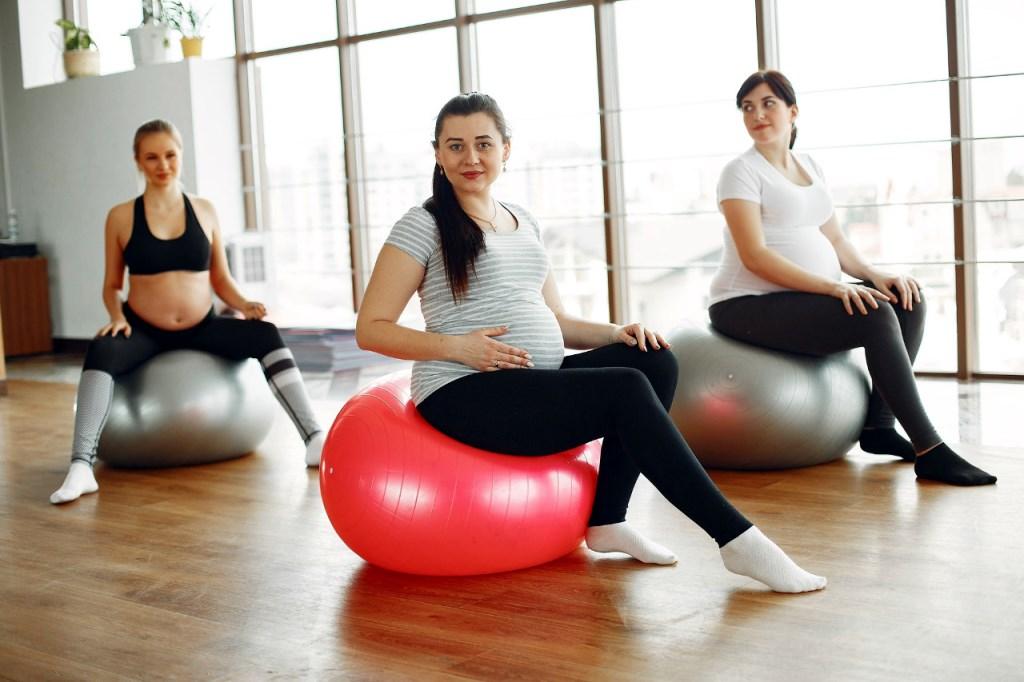 Cuál es la mejor postura para lograr un parto natural sin dolor