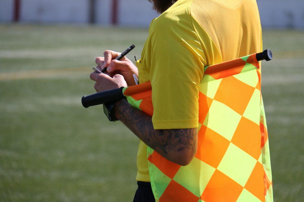 El fútbol, el deporte con más expulsiones absurdas