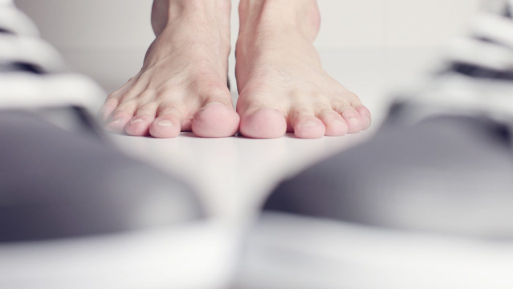 El pie descubierto